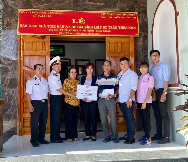Lễ bàn giao nhà đồng đội cho gia đình liệt sĩ Trần Thừa Kiên 1